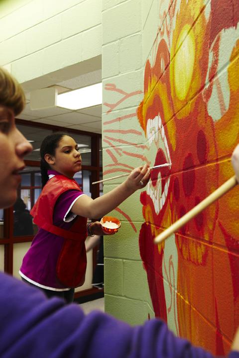 2013_perkerson_muralperkerson_elementary_students_work_with_tcp_resident_692.jpg