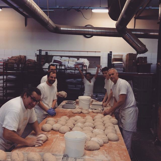 Morgendagens brød begynner å ta form. De skal heves i ca 14 timer. #Åpentbakeri