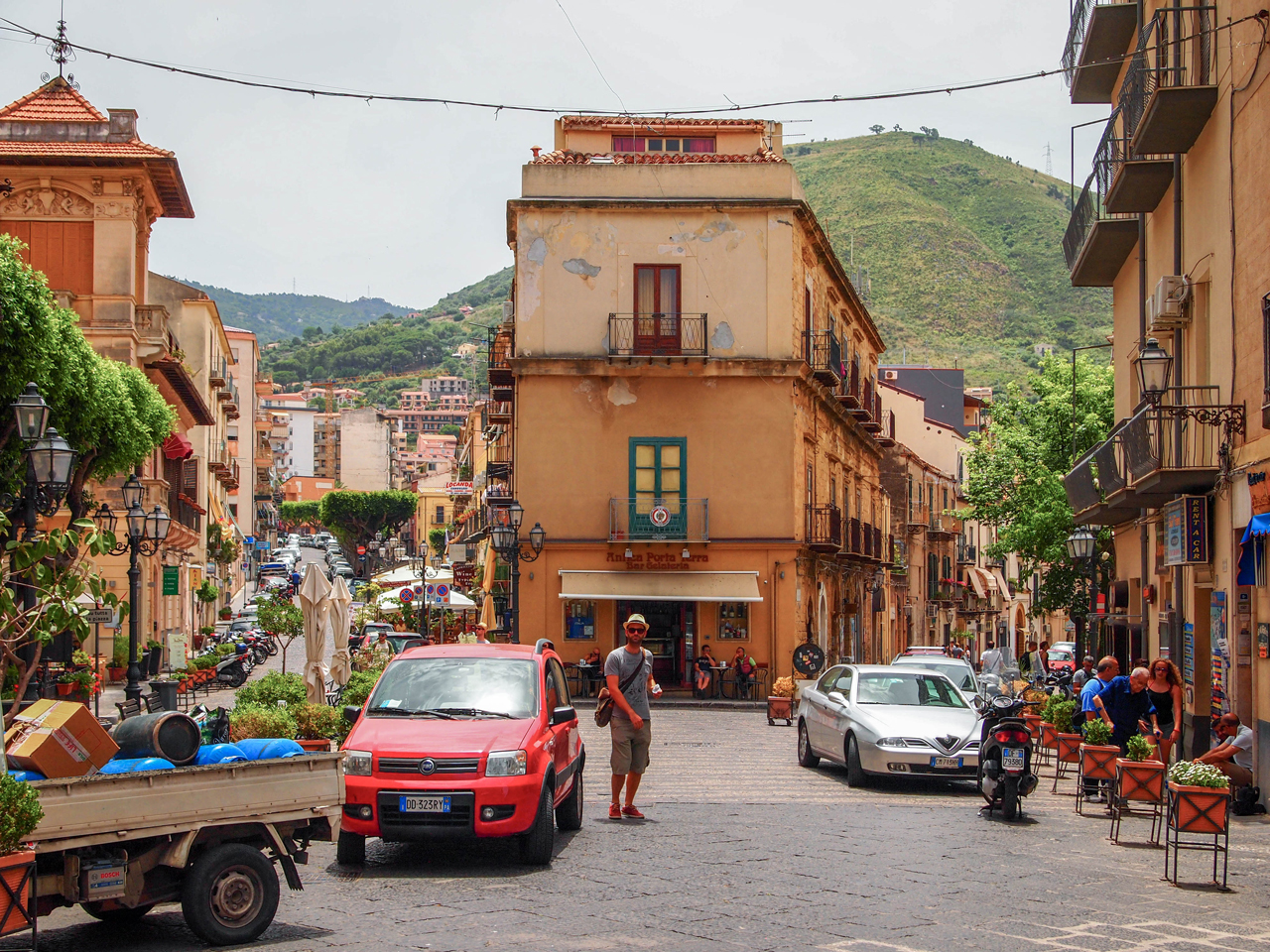 Wandering through the streets of Cefal ù