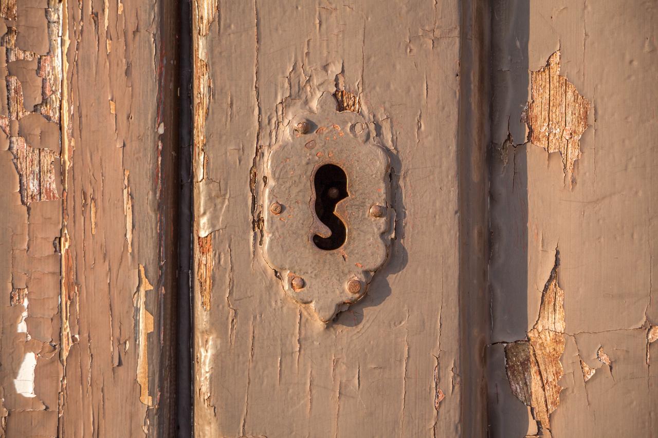 Rustic-Keyhole