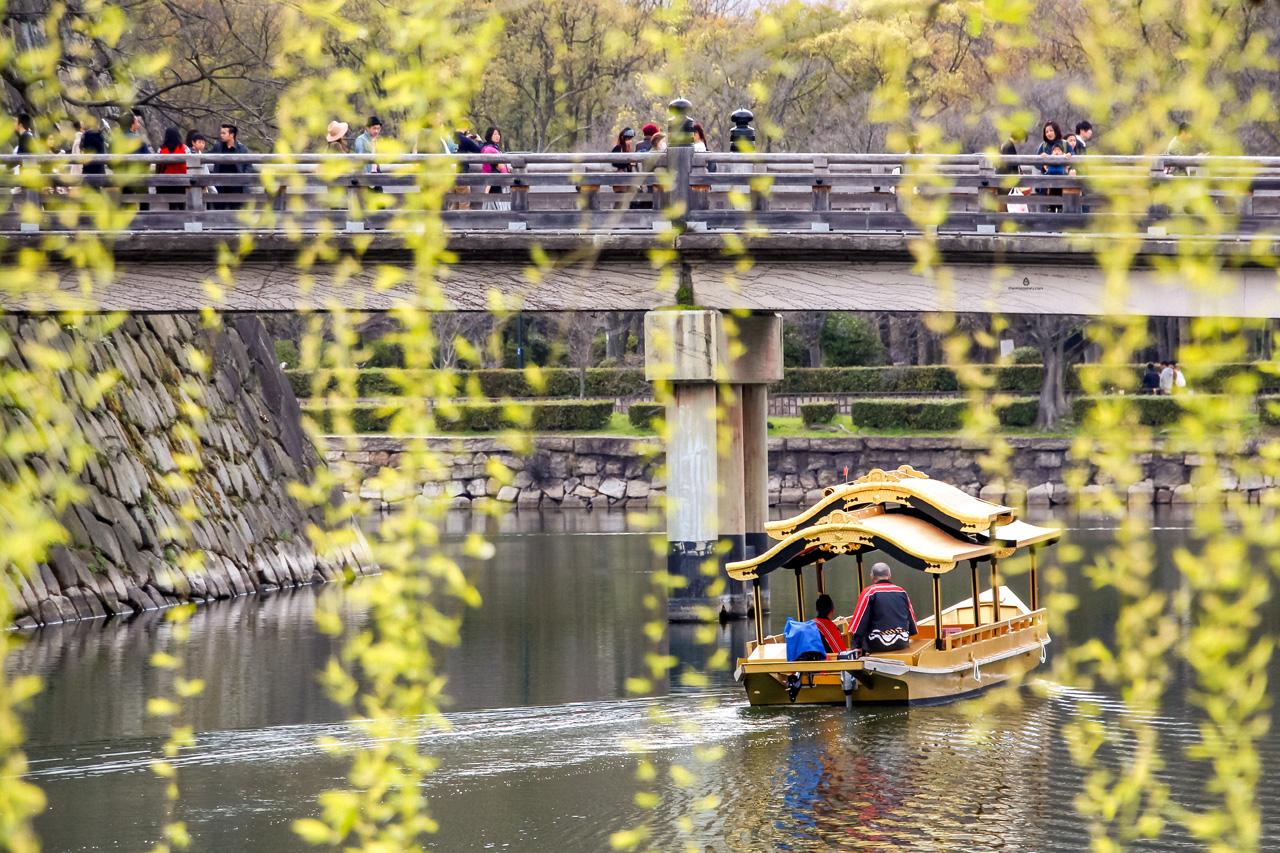 Osaka-castle-boat