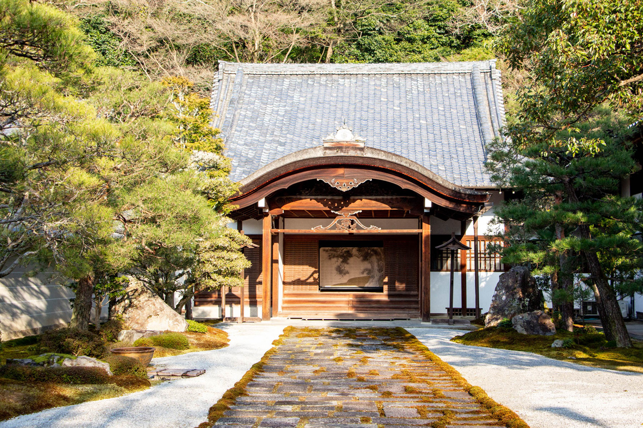 - Have you ever been to Kyoto? If yes, please share your favorite places! Any temples, shrines, restaurants I missed (Ok, given that we had just one day I know we missed a lot!). Always happy to hear from you! :)