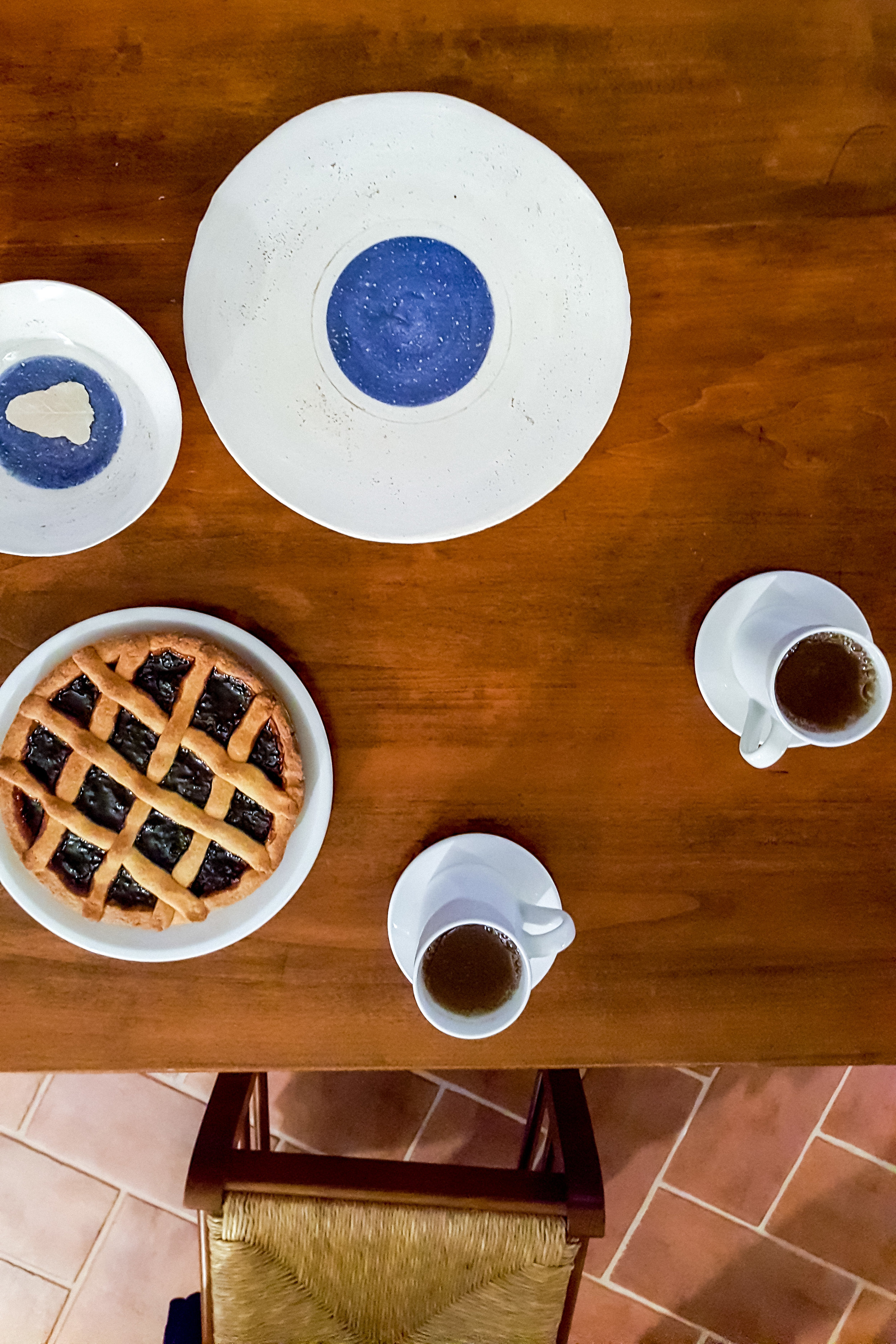 Simona Baldelli ceramics with the blue dot