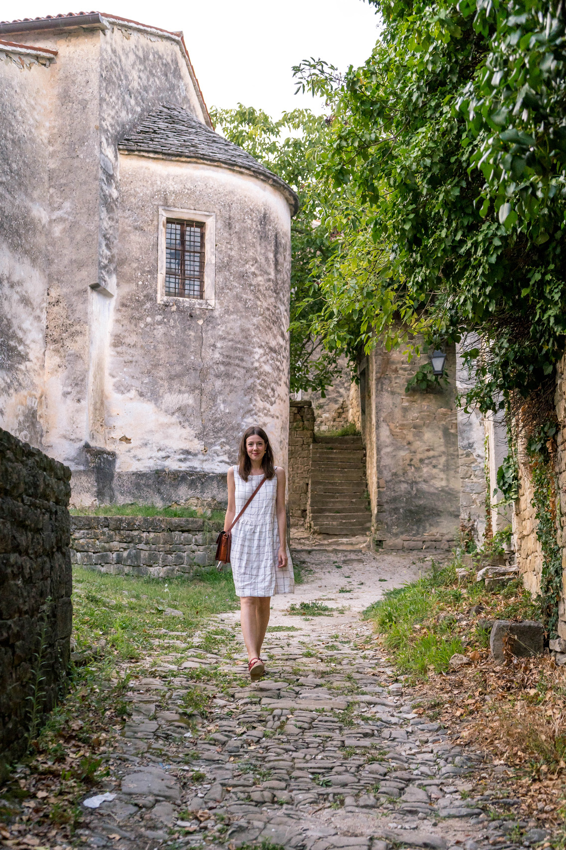 Walking the empty streets of Zavrsje, Istria