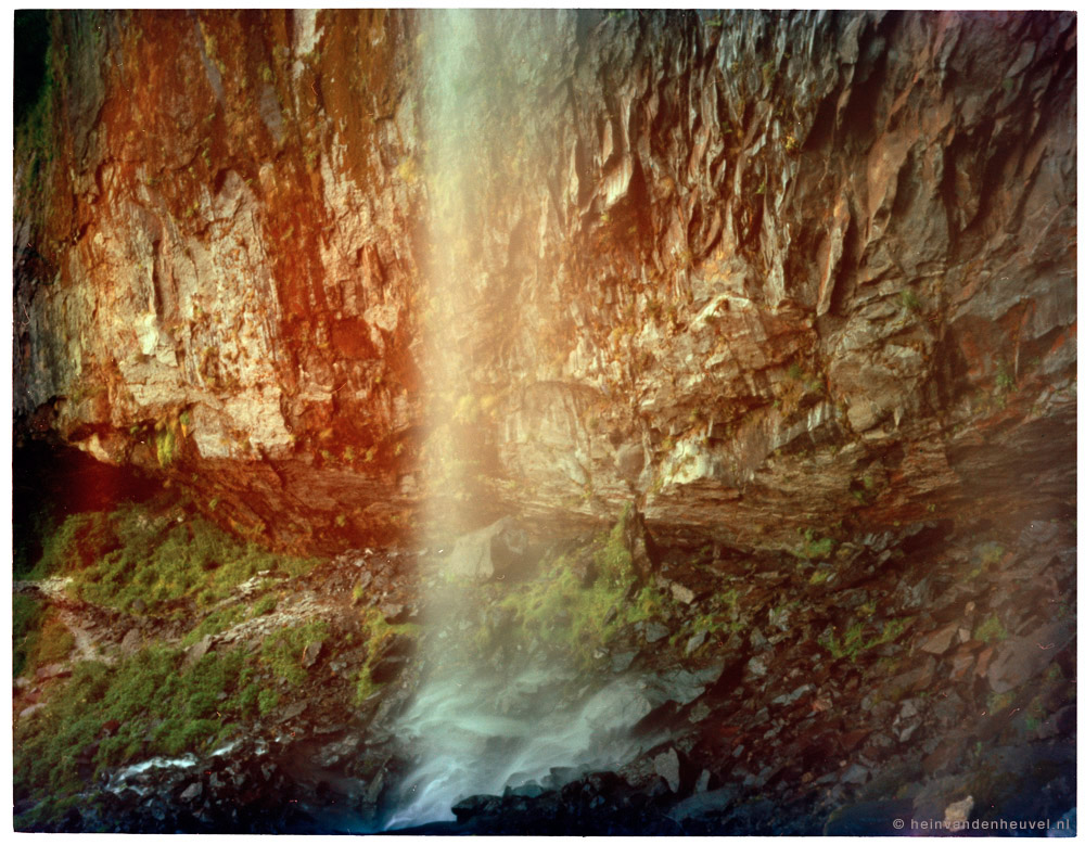 waterfall-pinhole-nightexposure-France.jpg