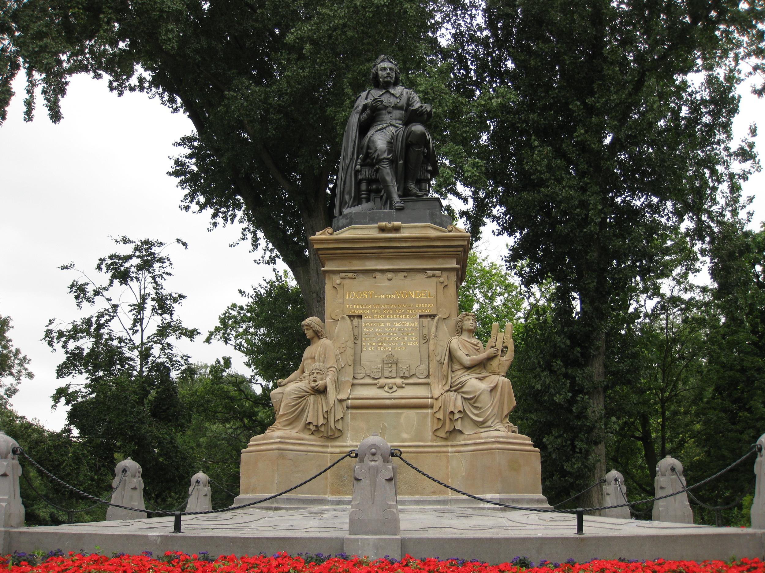 Joost_van_den_Vondel_-monument.JPG
