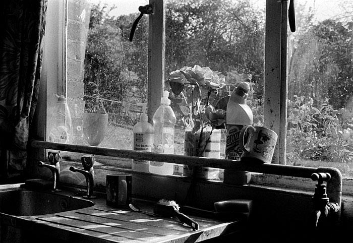Frank Naish Kitchen STUNICGLAST001