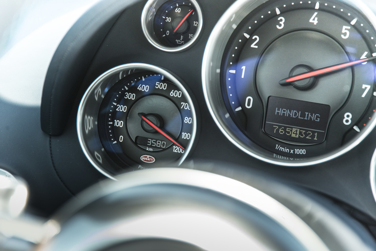 bugatti-veyron-vitesse-speedometer-james-lipman.jpg