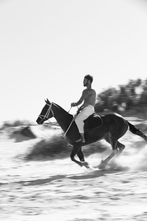 stephen-greef-fashion-lifestyle-photography-kult-men-horse-editorial-artists-legends-production_15_result.jpg