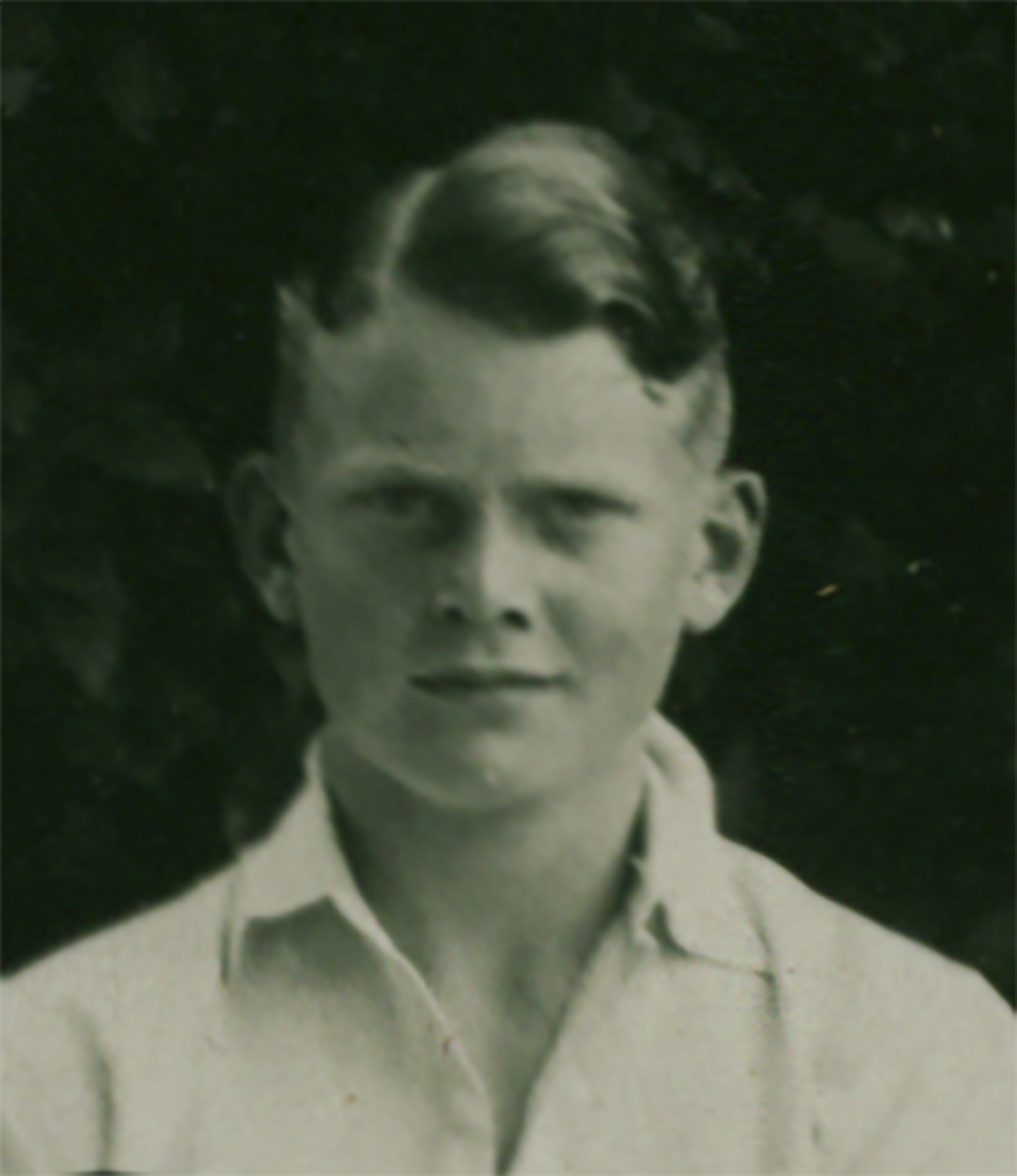 Portrait-Image-159---1945_02_10_holdsworth_frank_dare_cropped_1933_boys_cricket_first_eleven_named-(cropped).jpg