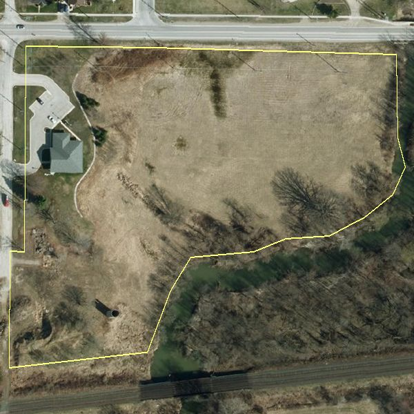 This arial view of the property shows the lot lines of the 370 Albert Street, Strathroy property. Area: 30,079 m2 or 7.63 acres. Registration type: LT Short Description: PT LT 21, CON 5, SER, PART 1, 33R10644; S/T ST18233 TWP OF STRATHROY CARADOC/STRATHROY