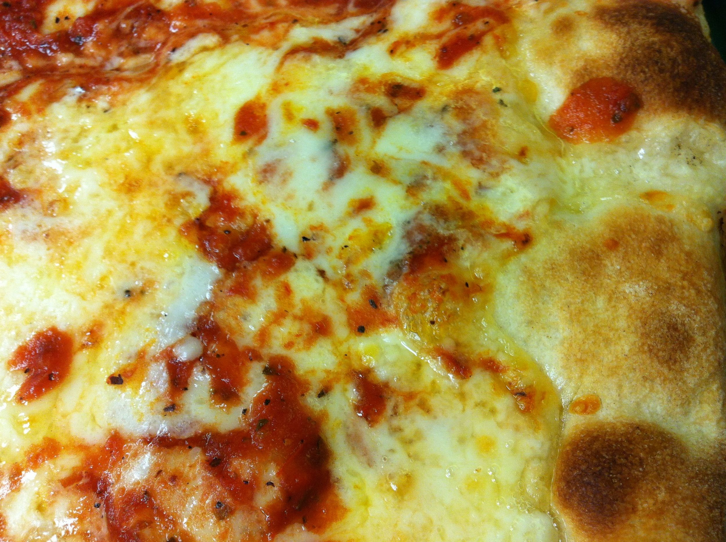Behold: An extreme close-up of Mack and Manco (I know, it's Manco and Manco, I get it!) pizza.