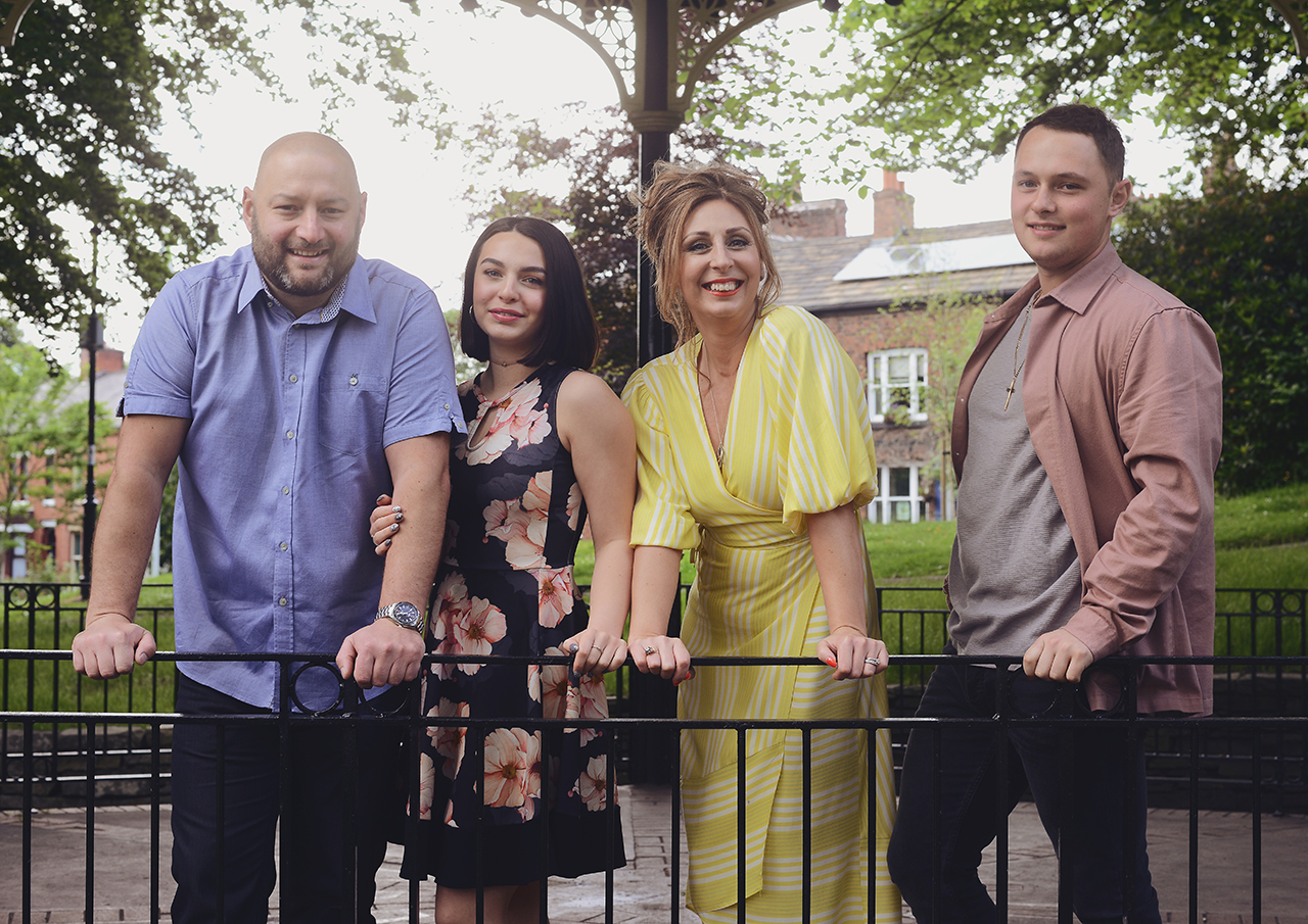 family-big-portrait-photography-lifestyle-outdoor-rochdale_09.jpg