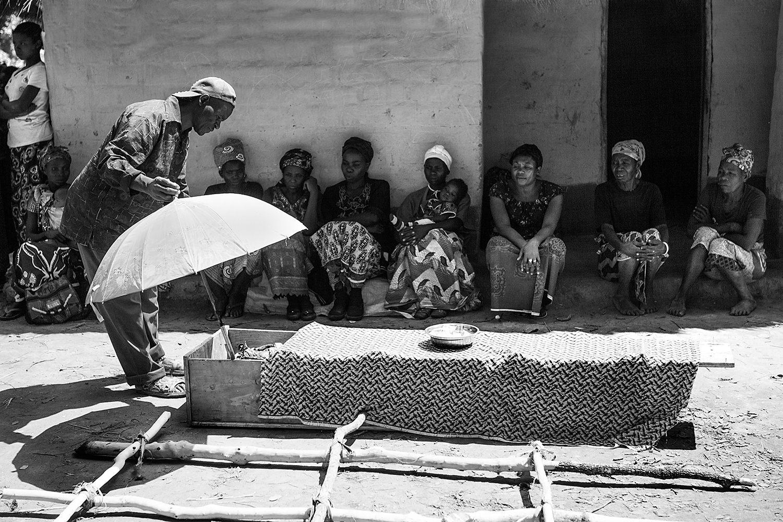 African funeral 007.jpg