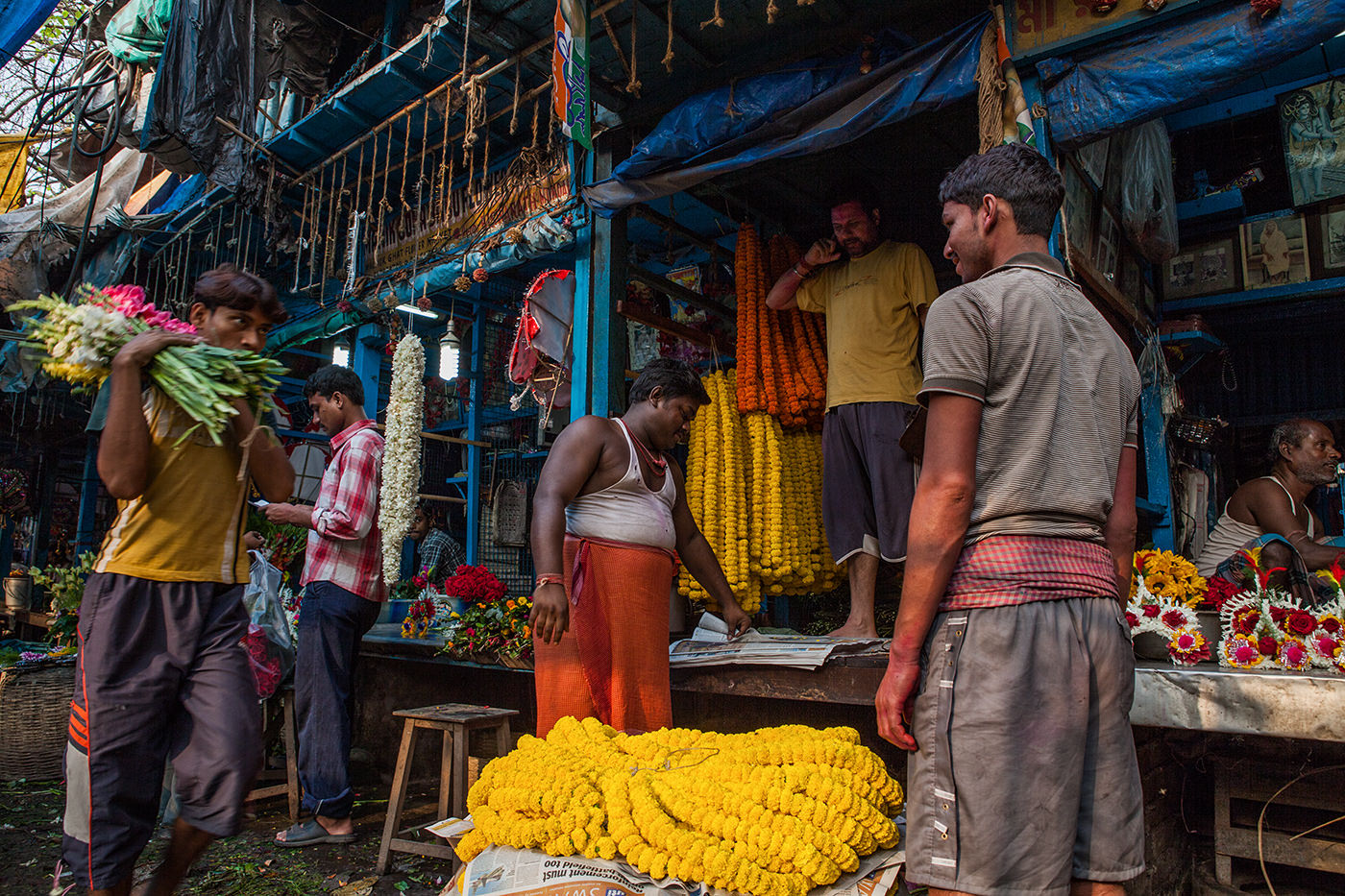Under the Howrah bridge there is one of the largest flower markets of the whole Asia. Kolkata- India