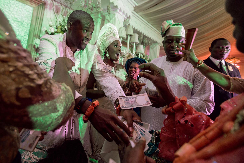 """Money Dance"" during a Royal Wedding in Benin City-Nigeria"