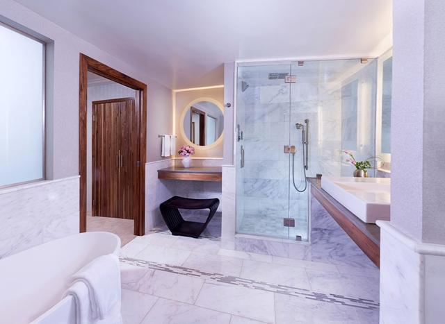 Platinum Suite Bathroom