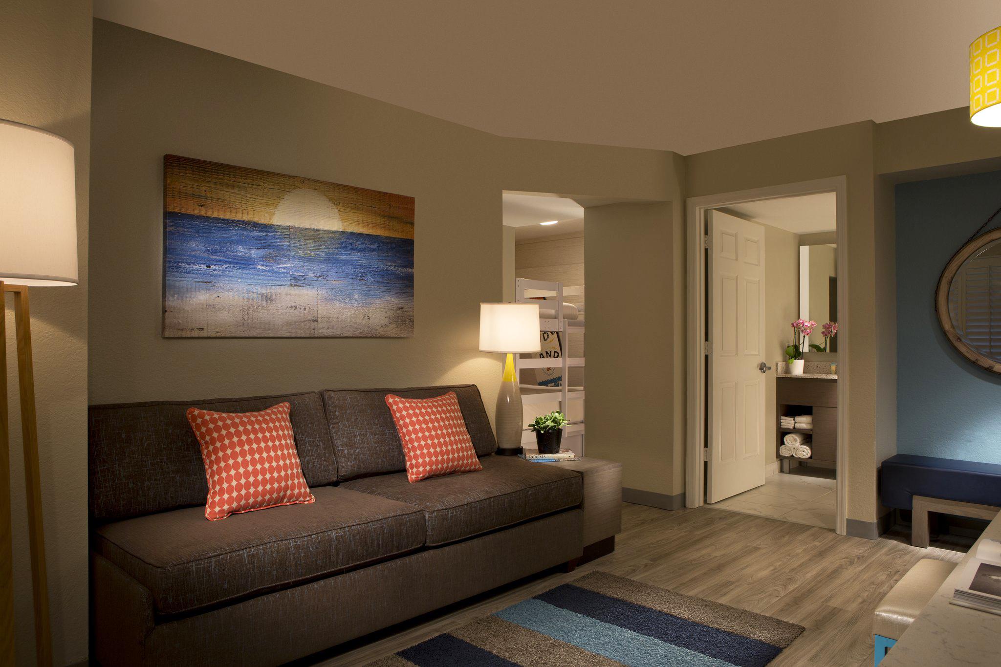 Suite; Living Room