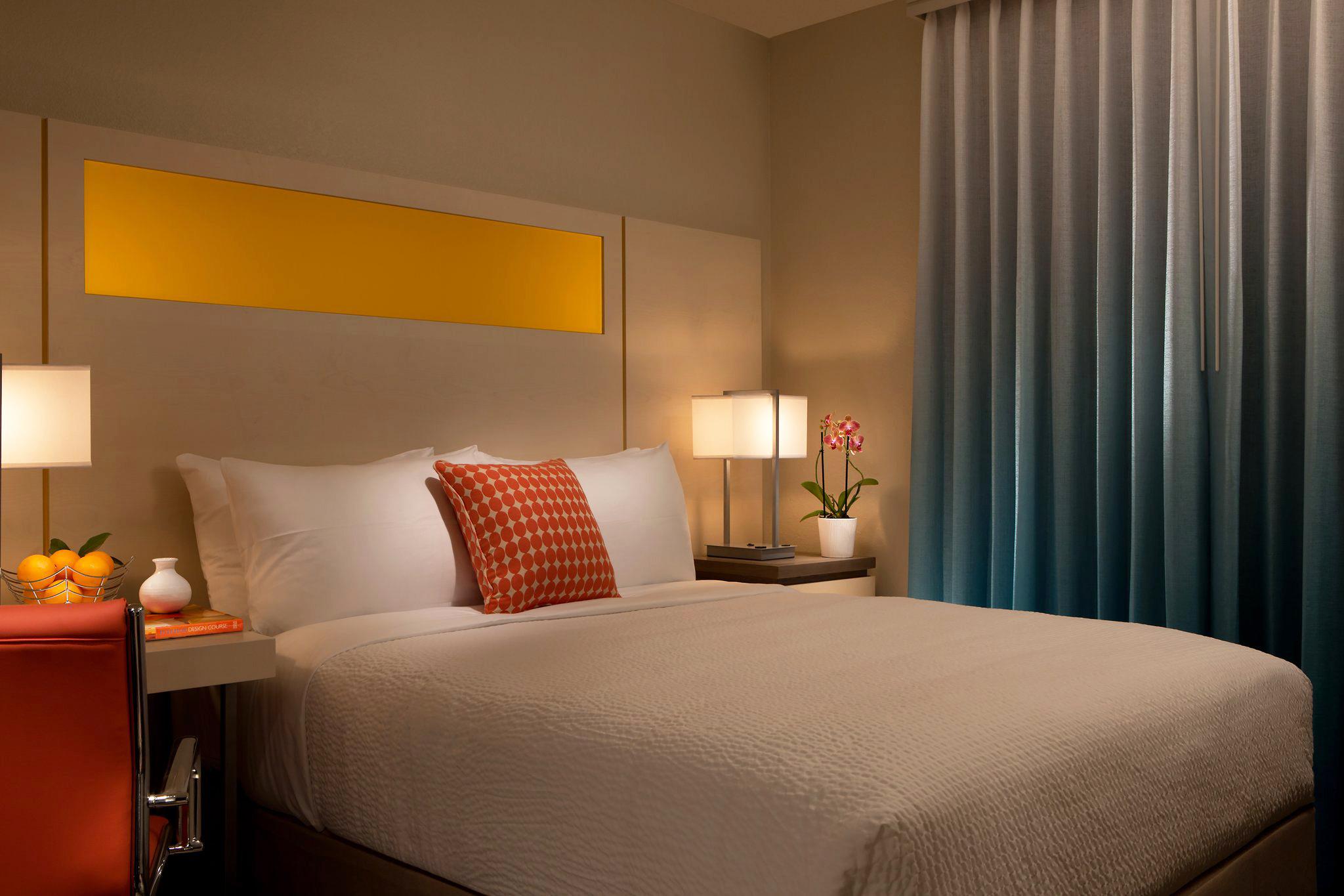Guestroom; Bedroom