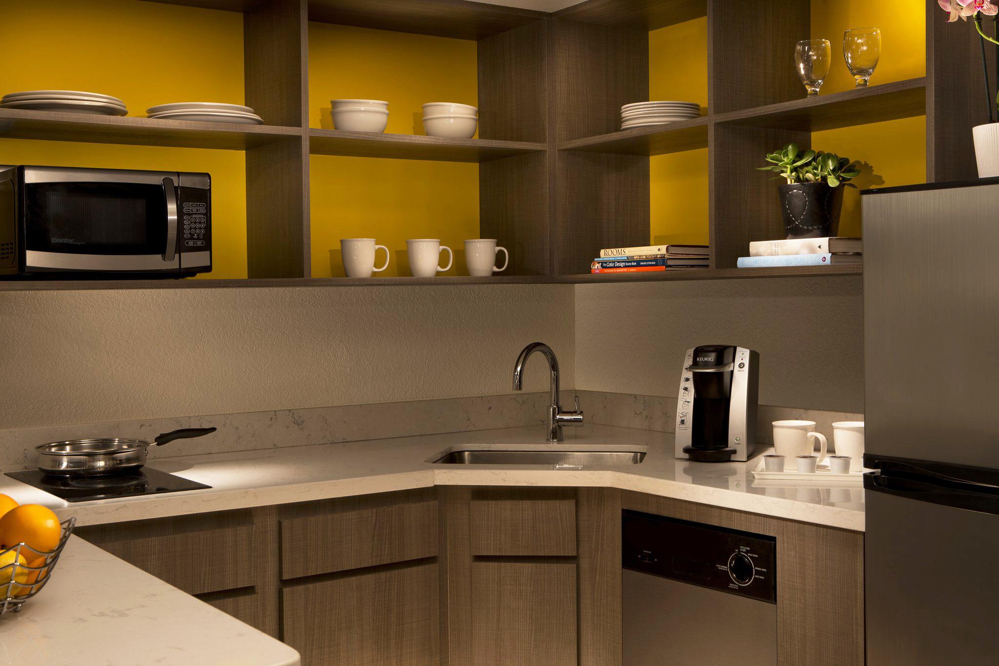Suite; Kitchen