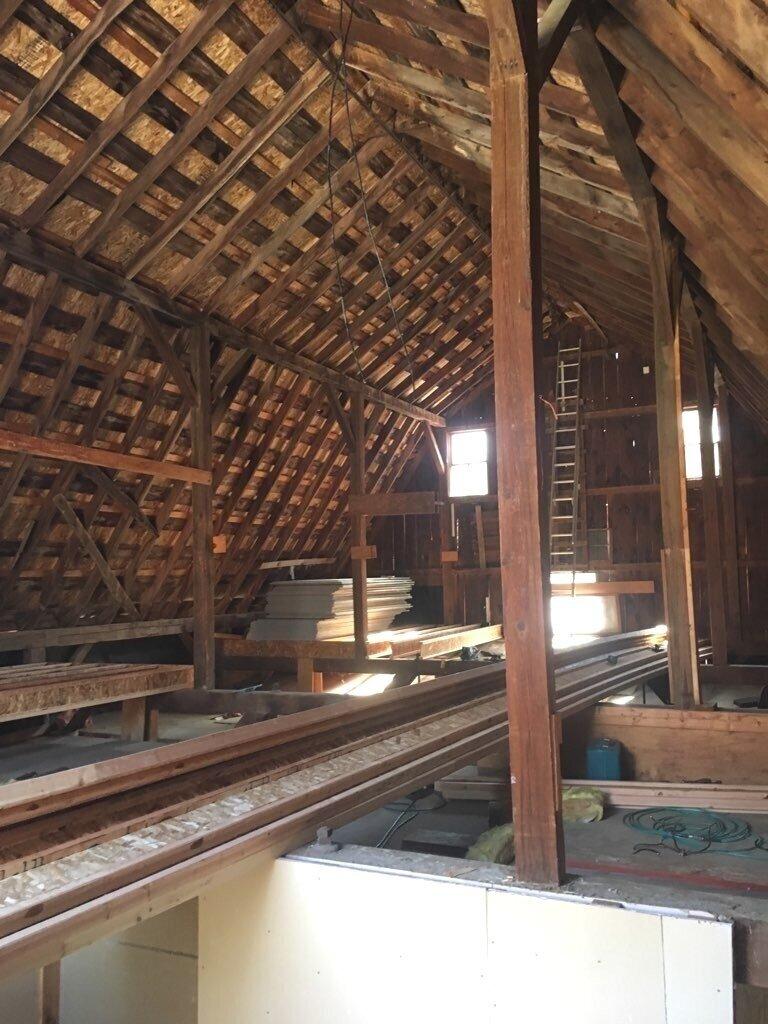 Upper floor - installing the joists