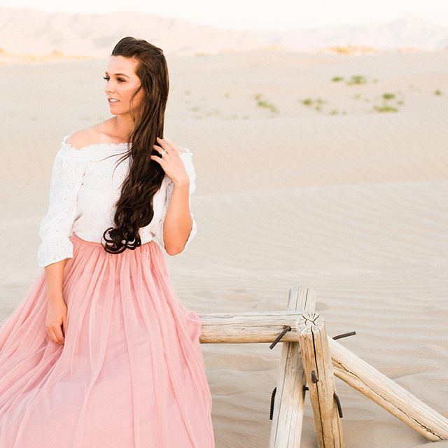 Sand goes where the wind blows... 🌬🌬⠀ but your clothes should stay where you put them!⠀ •⠀ •⠀ •⠀ #sandy #sand #beachy #skirts #prettyinpink #windy #bridesmaidlook #femininestyle #blownaway #pretty #dressy #outfitlove #styleinspo #photoshoot