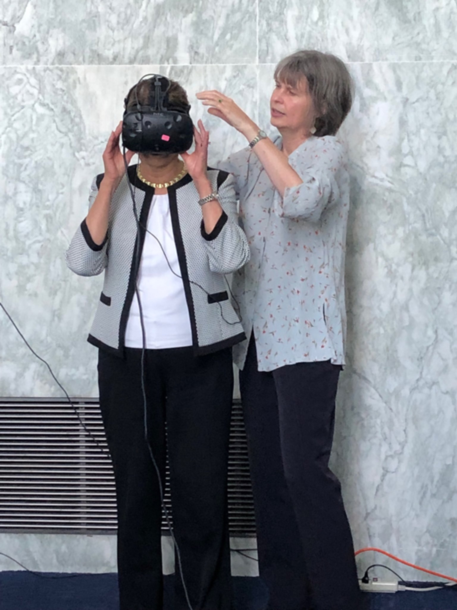 Dr. Jodie Plumert helps Rep. Lucille Roybal-Allard (D-CA) with a VR headset