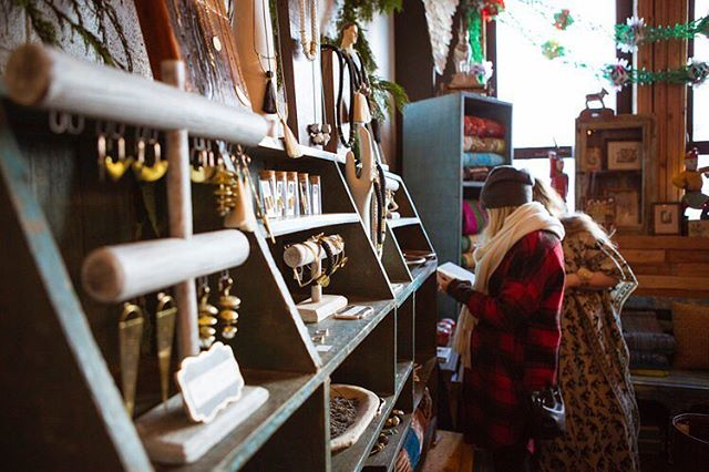 We are counting down the days until this year's Give Good Gift pop up event! Free and open to the public, GGG features gift-focused vendors at varied price points, so everyone gets those names checked off! Come join us December 8th and 9th, 11-4 ♥️ #givegoodgift #portlandpopup #unionpine