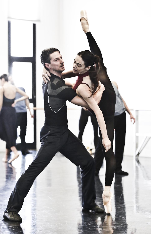 Woolf Works - Alessandra Ferri  -qui con Mick Zeni  - durante le prove in sala ballo - foto Marco Brescia e Rudy Amisano - Teatro alla Scala (4) copy.jpg