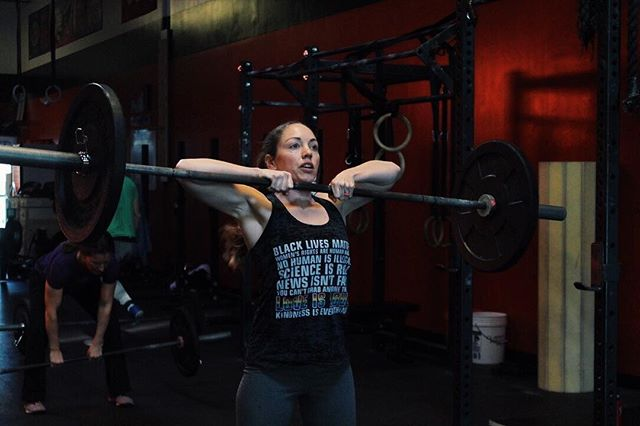 Flex Friday 💪  Let's finish this week off strong! • • • #cfcm #cfcmwomen #strongwomen #strongmom #crossfit #fitness #functionalfitness #sumodeadlift #flexfriday