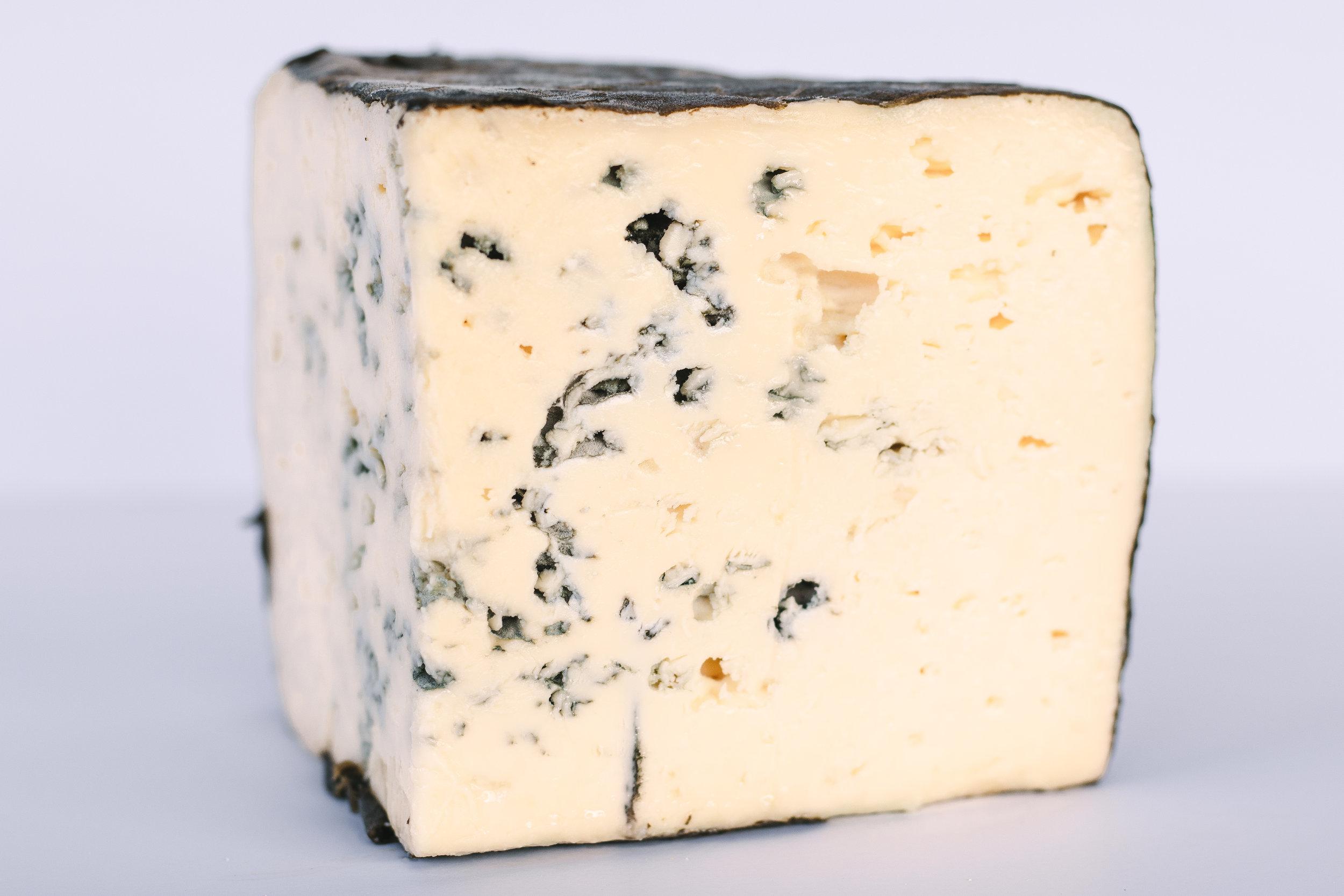 Shakerag Blue - Raw Milk/Aged 4 months (more info)