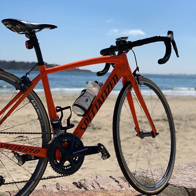 Days like these remind me why I truly love this sport. Riding has taken a back seat to the rest of my life lately and I've been struggling to figure out how it fits in. But today, riding this gorgeous bike along a beautiful coastline made me realize that no matter where my life takes me, my bike and the joy it brings will always be there. ❤️ #bikes #northshore #whatsworthit #wheremybiketakesme