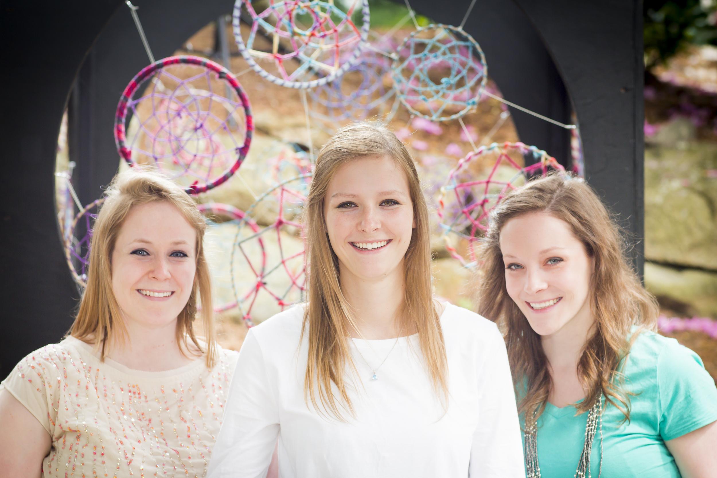 20 3 sisters family portrait outdoor session vibrant dream catchers.jpg