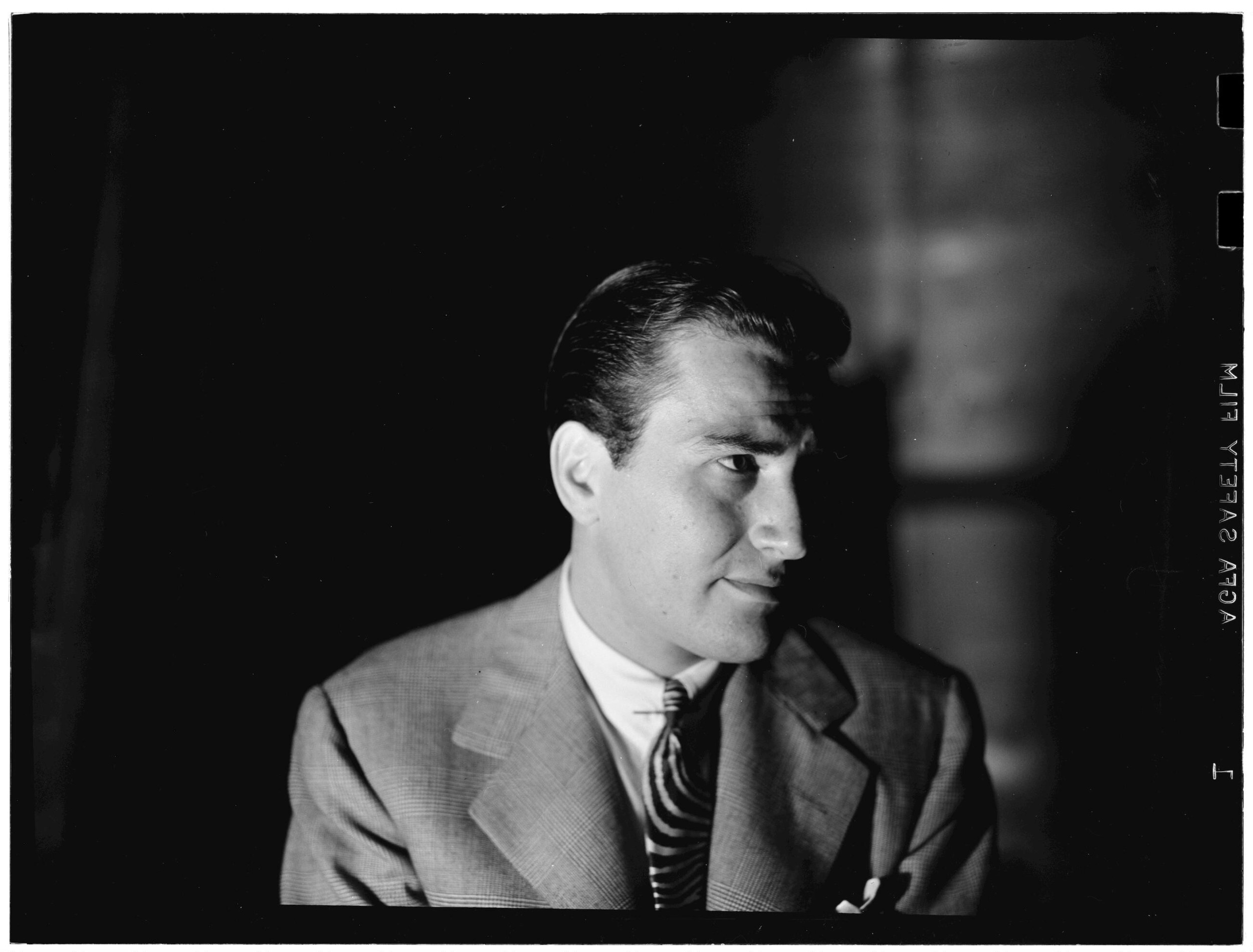 Portrait of Artie Shaw, New York, N.Y., between 1946 and 1948. William P. Gottlieb/Ira and Leonore S. Gershwin Fund Collection, Music Division, Library of Congress.