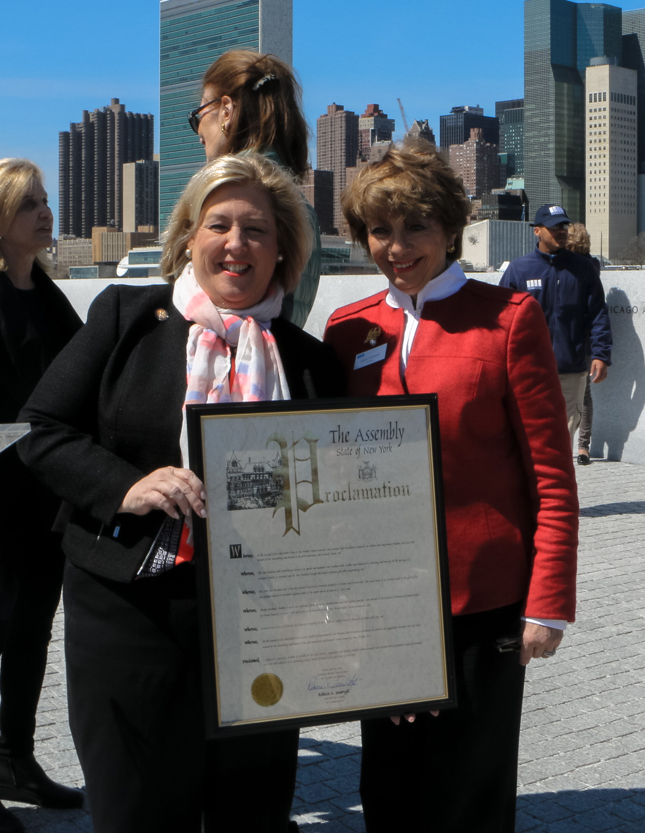 Assembly Member Rebecca Seawright presents Sally Minard with excellence in leadership award