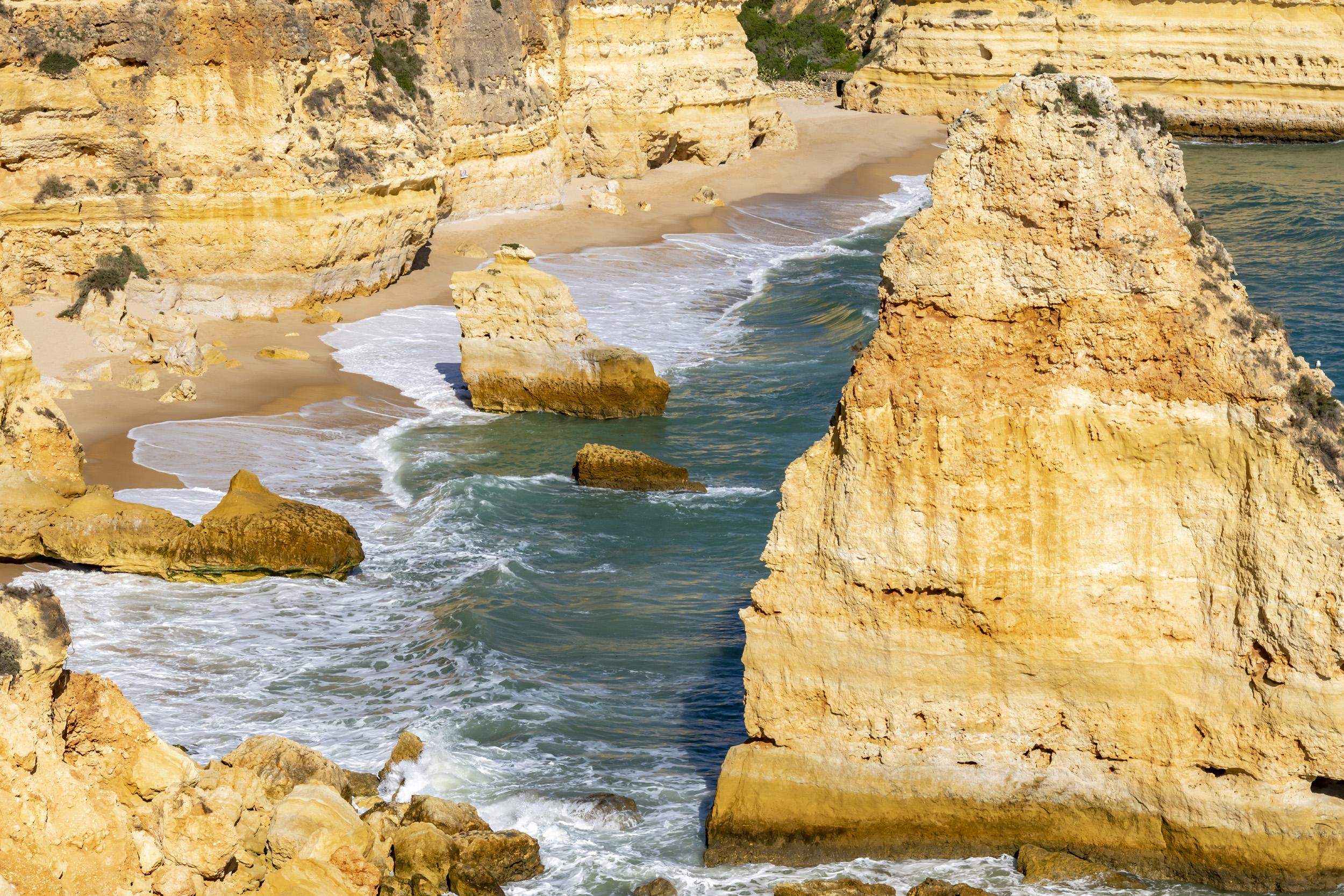Praia de Dona Ana Rocks