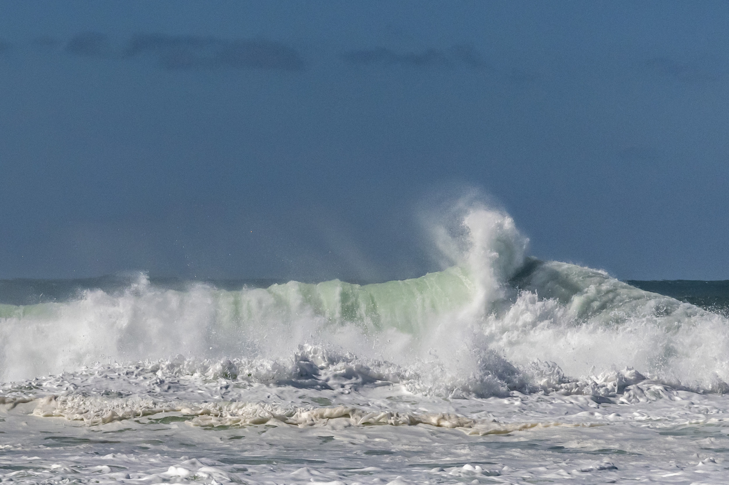 Waves at Praia do Norte - Praia do Norte, Portugal