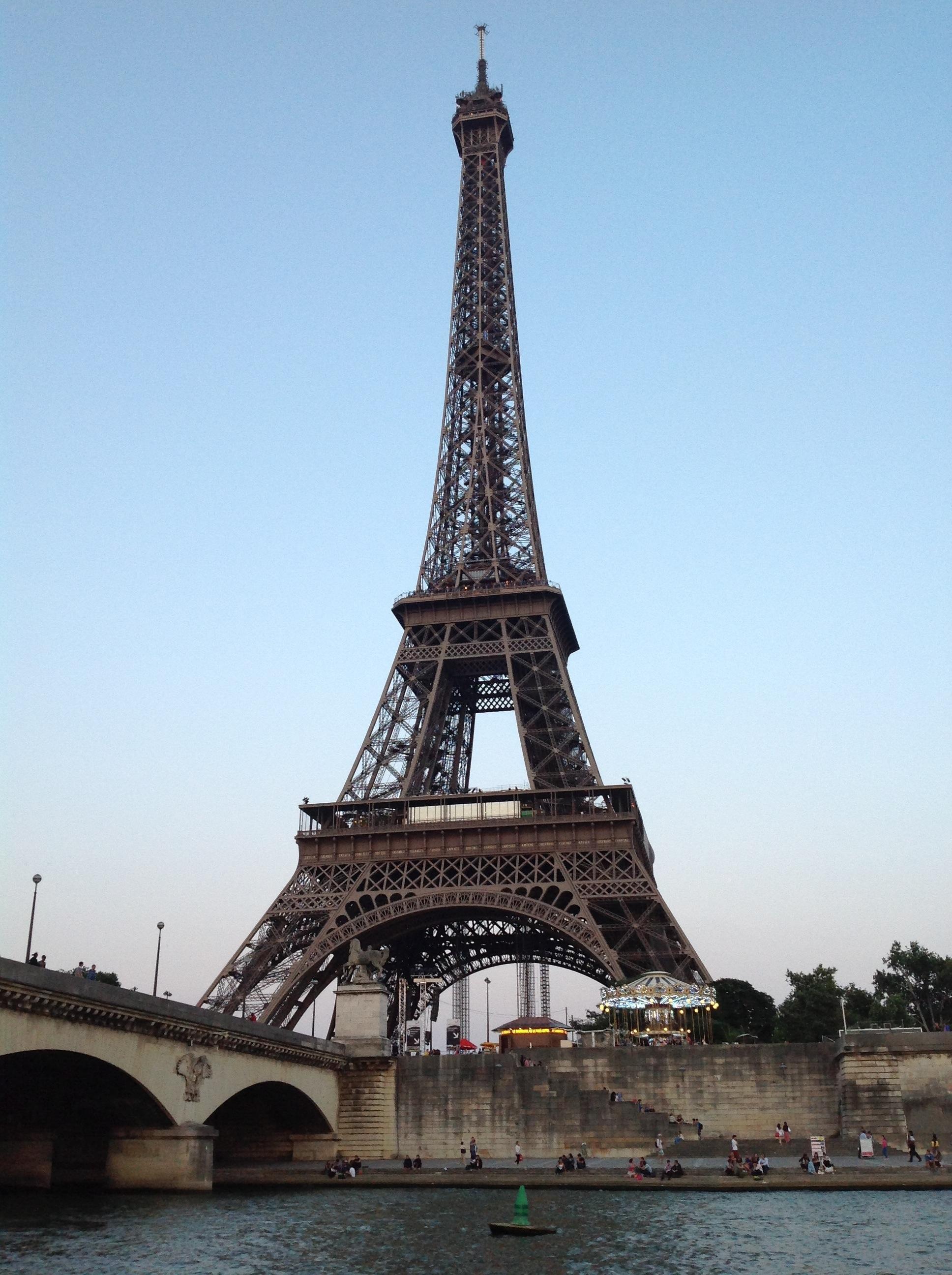 Cruising by Le Tour Eiffelat Dusk.