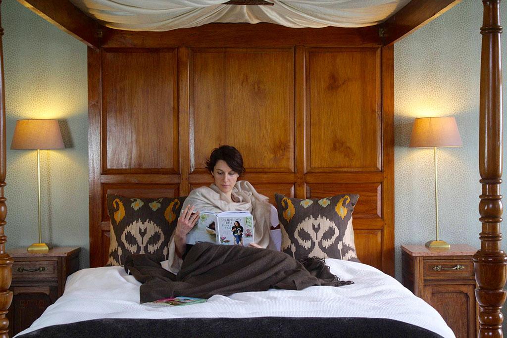 OldR-Reading-in-Bed-175K.jpg