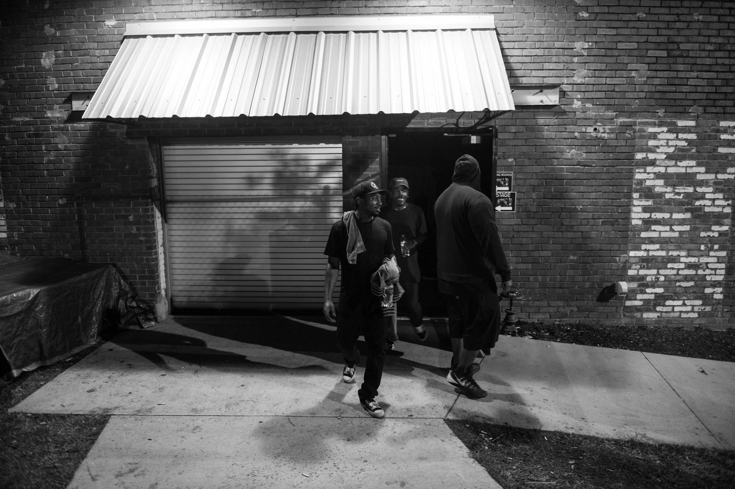Dizzy and Moeski leaving the venue after a show in Columbia, SC