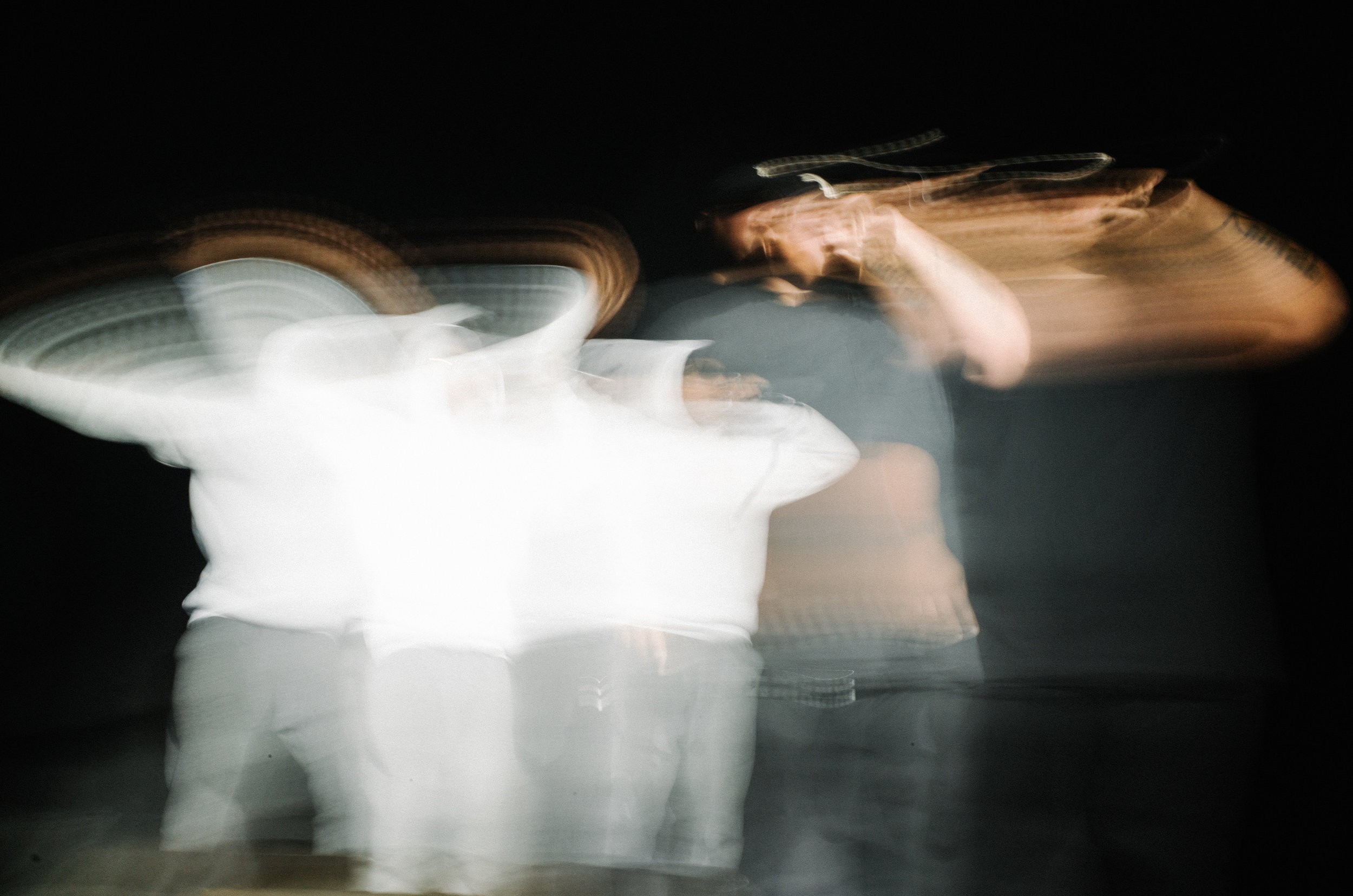 6 second exposure of Damian and Lenny performing