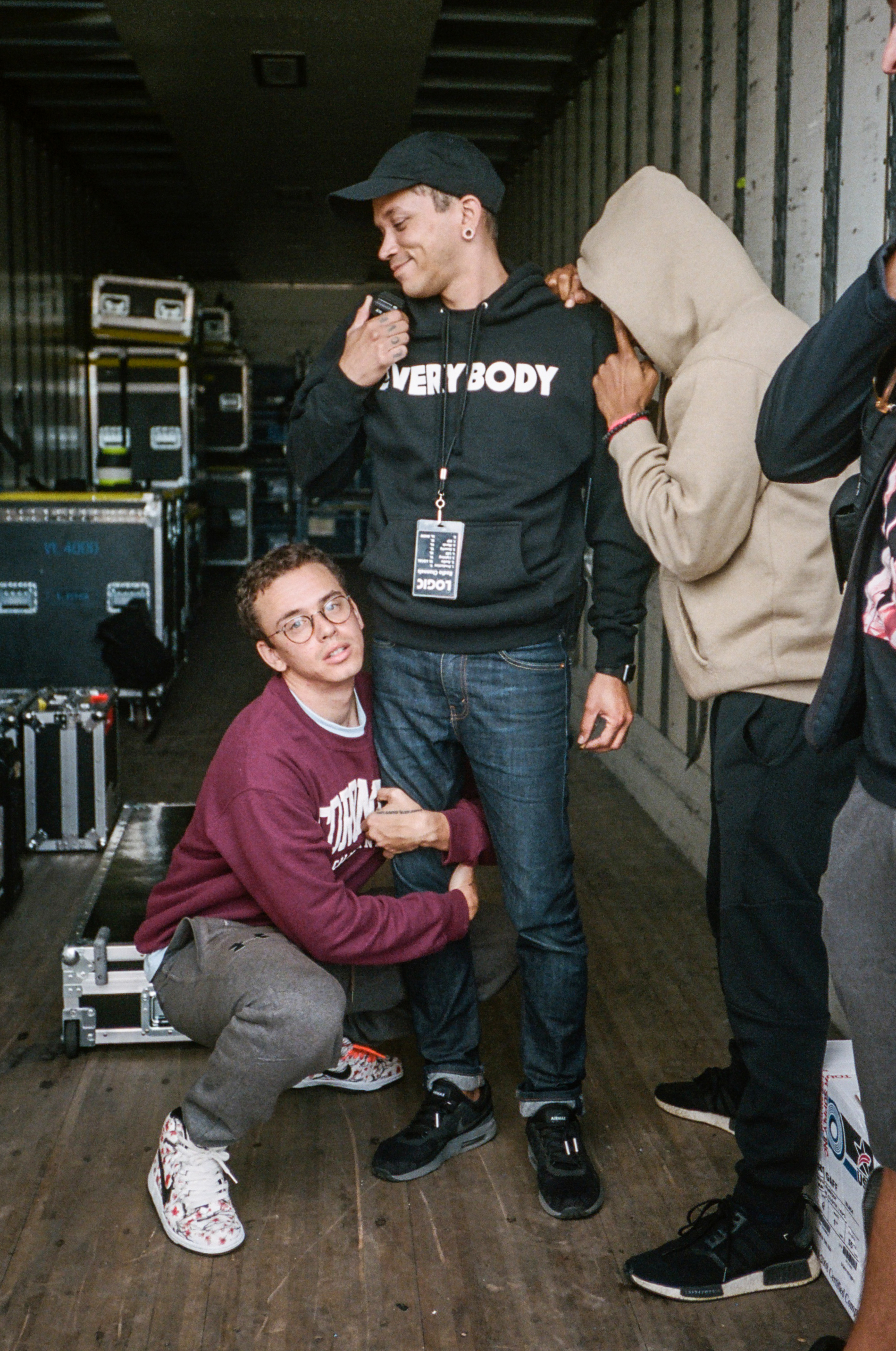 Bob hugging Joe Clays leg before the final show of tour.