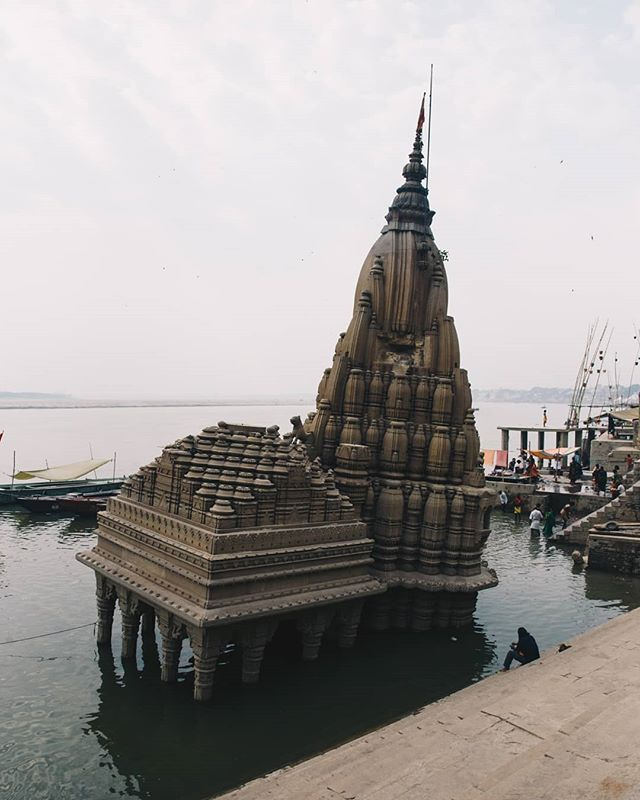 Varanasi's Leaning Temple (Ratneshwar Mahadev Temple) is one of the city's biggest draws. The submerged temple is only accessible for parts of the year, and even still at the mercy of the Ganga's tides. Despite this, the #temple is very well maintained.
