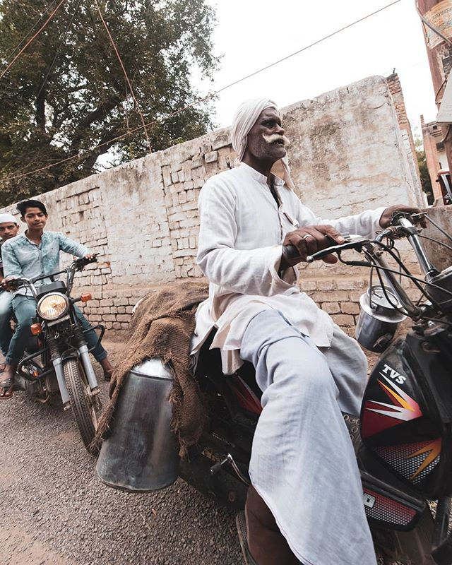 A man delivers goods on his motorcycle. More street scenes from #Varanasi posted on today's story.