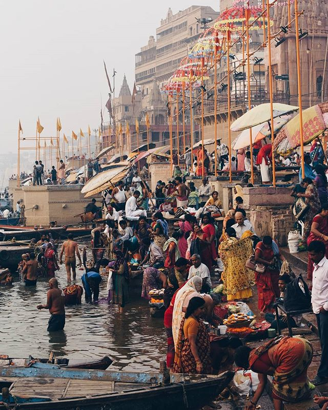 A typical scene at the banks of the #Ganga where all kinds of visitors access the waters for religious purposes, to bathe, or just to splash around.