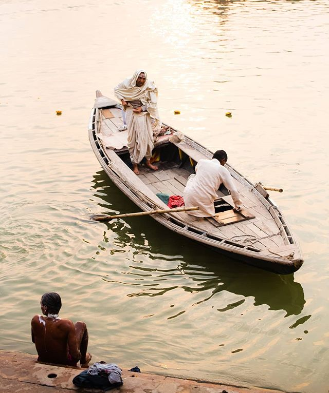 Travelling by boat is often the most efficient way to cross the Ganga. Although one side has all the ghats, and leads up to the city, the other bank is visited frequently. Many choose to bathe on the calmer side, and farmers often take their ox for a dip to wash them. New story up today!