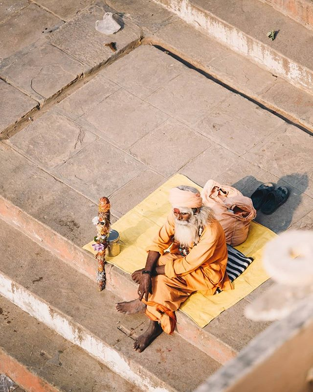 Most #Sadhus are homeless. Having given up worldly possessions, they tend to frequently wander, setting up in different parts of the city on a daily or hourly basis.