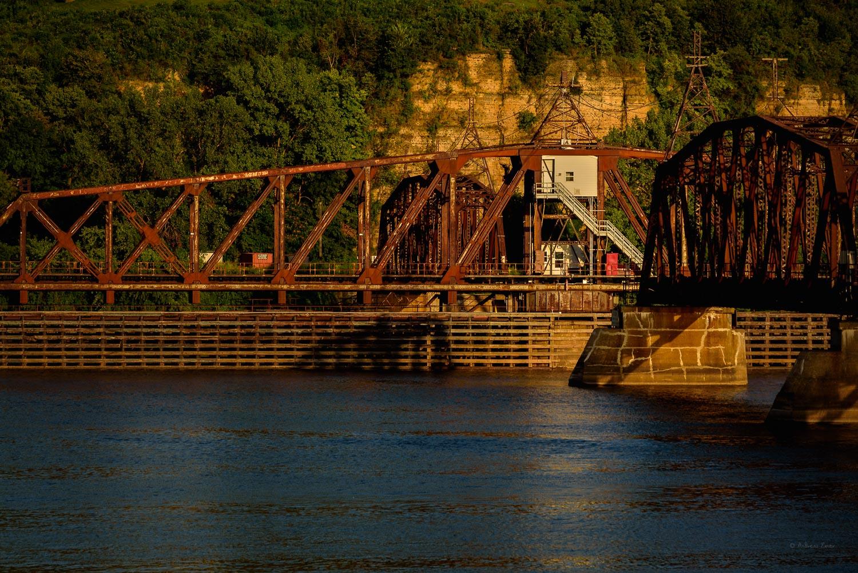 Mississippi River, Swivel-Railroad bridge, Dubuque, Iowa -----