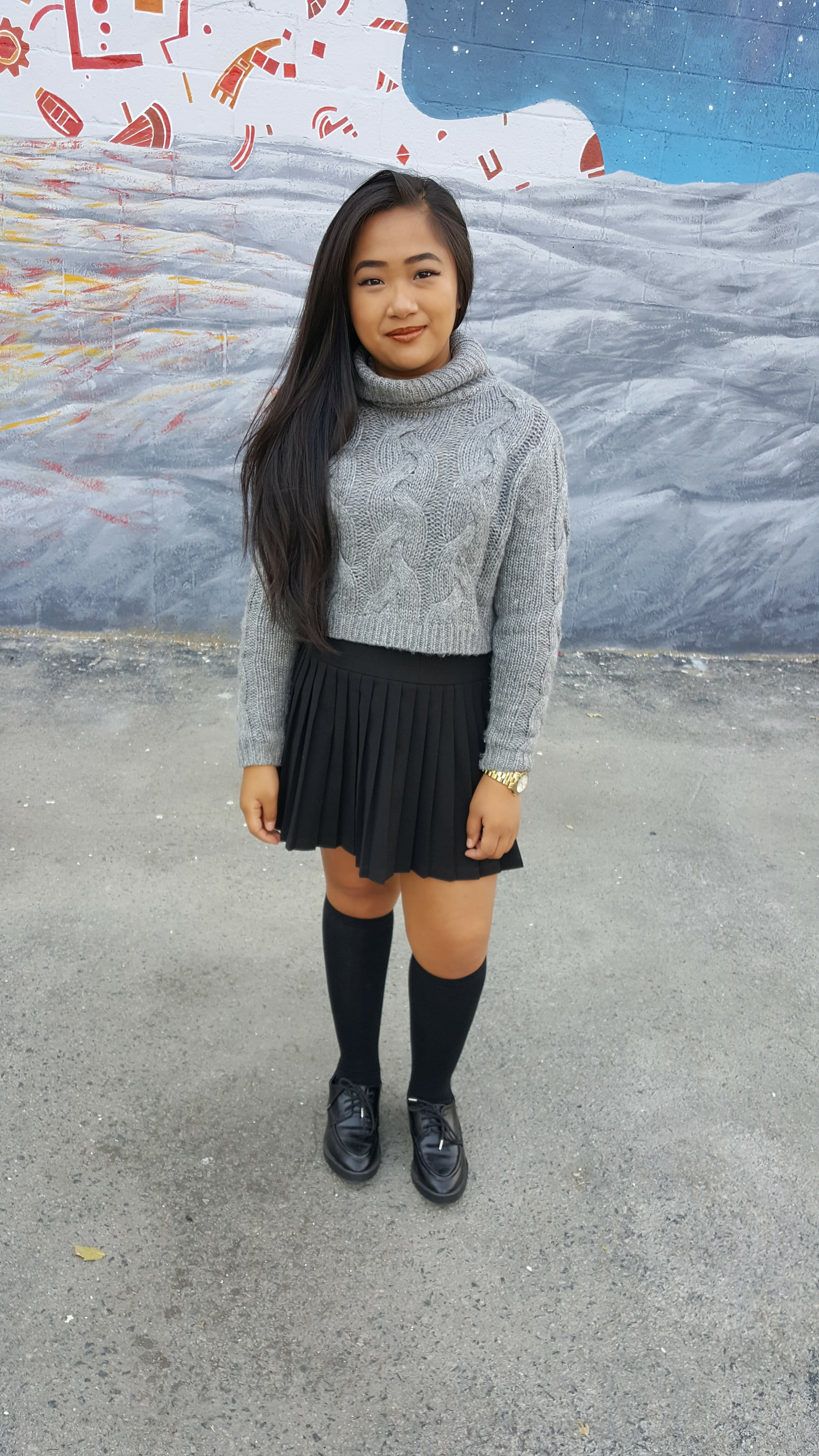 this is yna turtleneck sweater pleated skirt