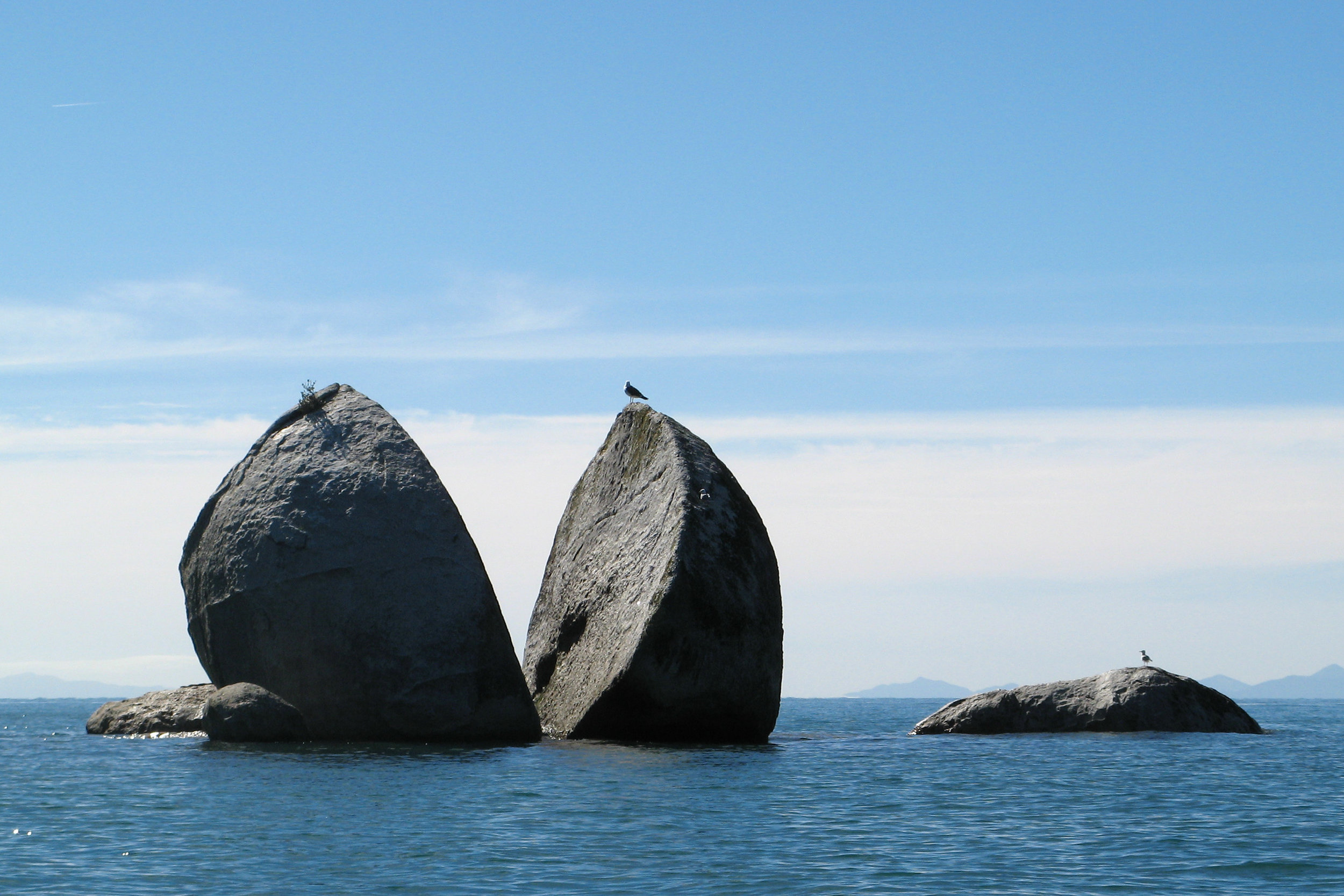 The_split_apple_rock_(4448821244).jpg